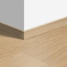 Виниловый плинтус Quick-Step Дуб светлый отборный (Select oak light) QSVSKRA40032 (BACL40032 / BAGP40032)
