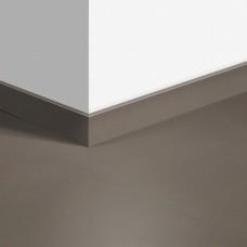 Виниловый плинтус Quick-Step Шлифованный бетон темно-серый (Minimal taupe) QSVSKRA40141 (AMCL40141 / AMGP40141)