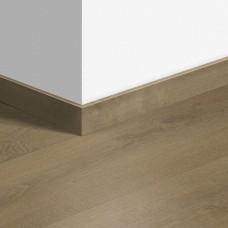 Виниловый плинтус Quick-Step Дуб бархатный песочный (Velvet Oak Sand) QSVSKRA40159 (BACL40159 / BAGP40159)
