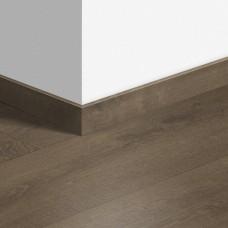 Виниловый плинтус Quick-Step Дуб бархатный коричневый (Velvet Oak Brown) QSVSKRA40160 (BACL40160 / BAGP40160)