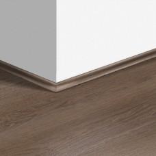 Виниловый плинтус Quick-Step скоция Дуб плетеный коричневый (Braided oak brown) QSVSCOT40078 (PUGP40078 PUCL40078) 17 x 17 мм