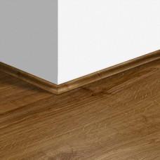 Виниловый плинтус Quick-Step скоция Дуб осенний коричневый (Autumn oak brown) QSVSCOT40090 (PUGP40090 PUCL40090 AVMP40090) 17 x 17 мм