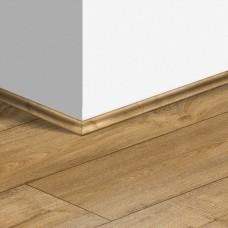 Виниловый плинтус Quick-Step скоция Дуб теплый натуральный (Warm oak natural) QSVSCOT40094 (PUGP40094 PUCL40094) 17 x 17 мм