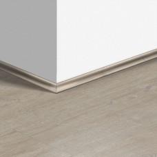 Виниловый плинтус Quick-Step скоция Дуб хлопковый светло-серый (Cotton oak light gray) QSVSCOT40105 (PUGP40105 PUCL40105) 17 x 17 мм