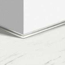 Виниловый плинтус Quick-Step скоция Мрамор каррарский белый (Marble Carrara White) QSVSCOT40136 (AMCL40136 AMGP40136 AVST40136 RAMCL40136) 17 x 17 мм