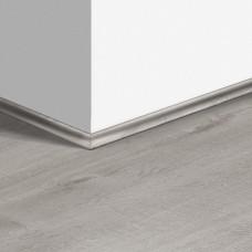 Виниловый плинтус Quick-Step скоция Дуб хлопковый светло-серый (Cotton Oak Cold Grey) QSVSCOT40201 (PUGP40201 PUCL40201 AVMP40201 RPUCL40201) 17 x 17 мм
