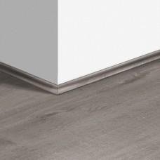 Виниловый плинтус Quick-Step скоция Дуб хлопковый темно-серый (Cotton Oak Cozy Grey) QSVSCOT40202 (PUGP40202 PUCL40202 AVMP40202 RPUCL40202) 17 x 17 мм