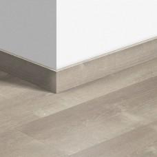 Виниловый плинтус Quick-Step стандартный Дуб песчаный теплый серый (Sand storm oak warm grey) QSVSK40083 (PUGP40083 PUCL40083) 58 x 12 мм