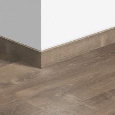 Виниловый плинтус Quick-Step стандартный Дуб песчаный теплый коричневый (Sand storm oak brown) QSVSK40086 (PUGP40086 PUCL40086) 58 x 12 мм