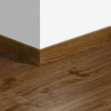 Виниловый плинтус Quick-Step стандартный Дуб осенний коричневый (Autumn oak brown) QSVSK40090 (PUGP40090 PUCL40090 AVMP40090) 58 x 12 мм