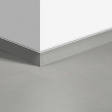 Виниловый плинтус Quick-Step стандартный Шлифованный бетон светло-серый (Minimal Light Grey) QSVSK40139 (AMCL40139 AMGP40139) 58 x 12 мм